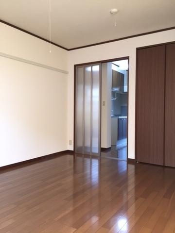 角部屋には窓が2つございます。